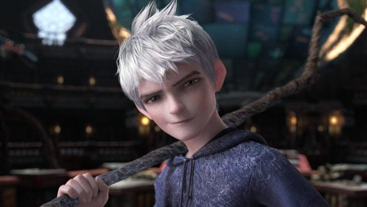 hombre de cabello blanco
