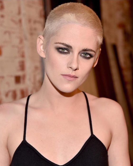 Kristen Stewart con la cabeza afeitada