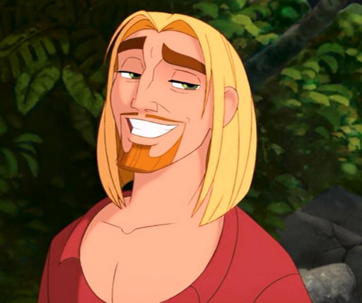 hombre rubio sonriendo
