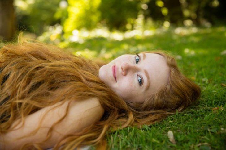 retrato chica pelirroja