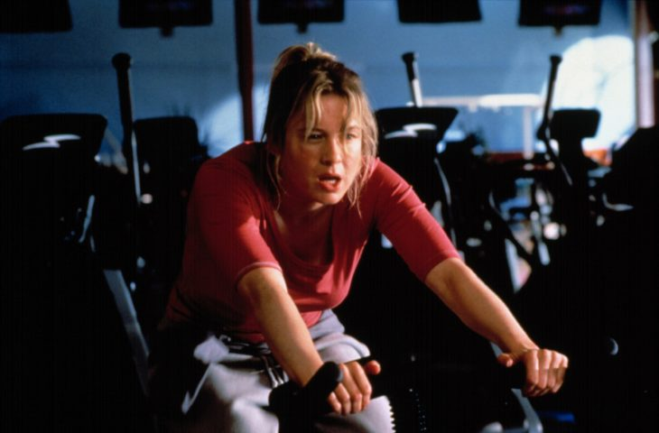 Bridget Jones sudando en el gimnasio