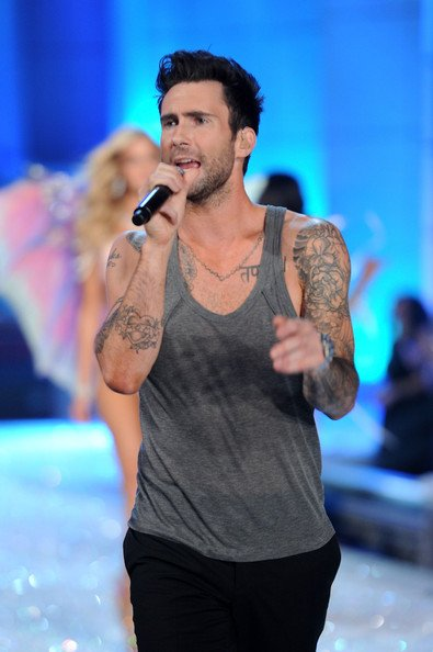 adam levine canta secret