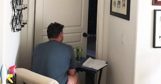 La foto de un esposo que acompaña todos los días a su mujer enferma de cáncer
