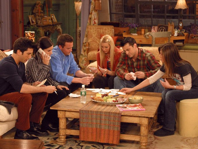 friends jugando cartas