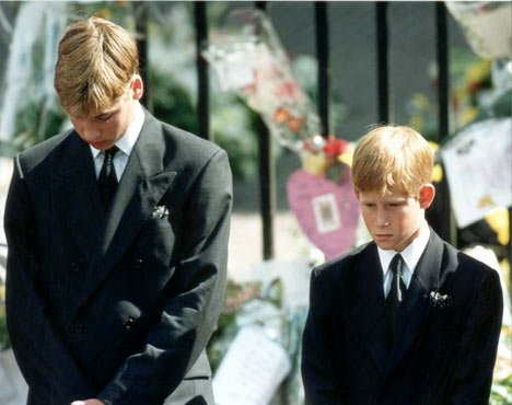harry y william en el funeral de diana
