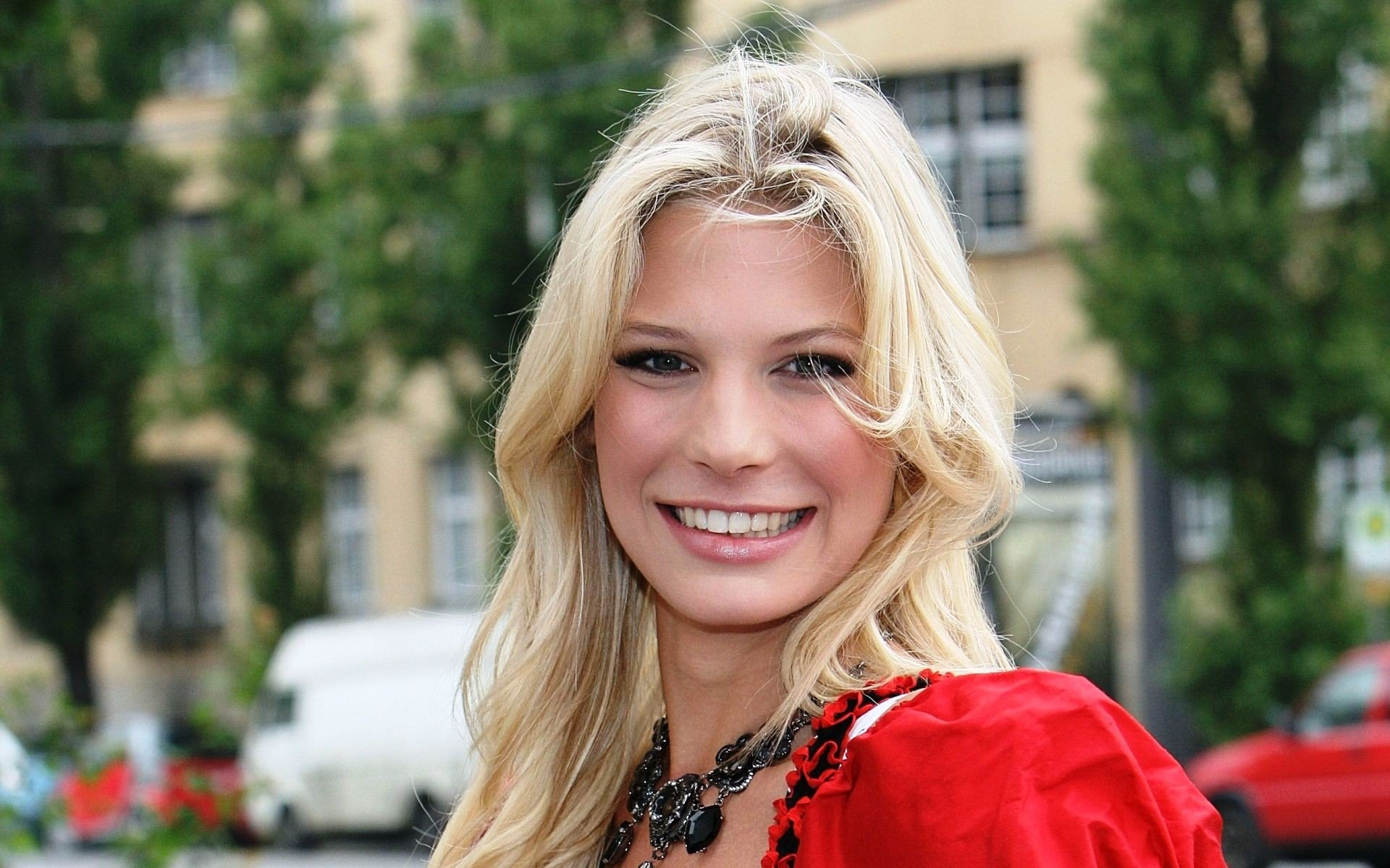 mujer sueca feliz