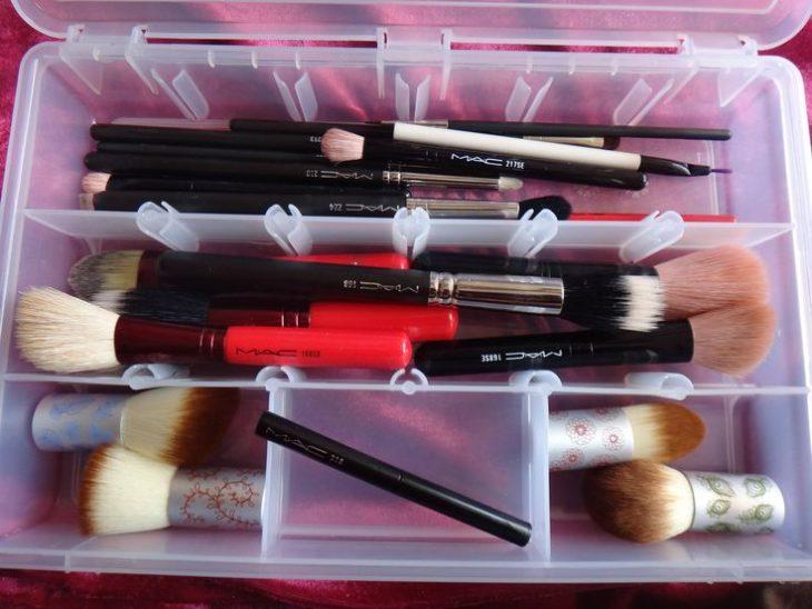 Caja de lápices con maquillaje