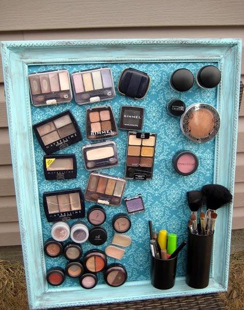 maquillaje magnetizad a un cuadro