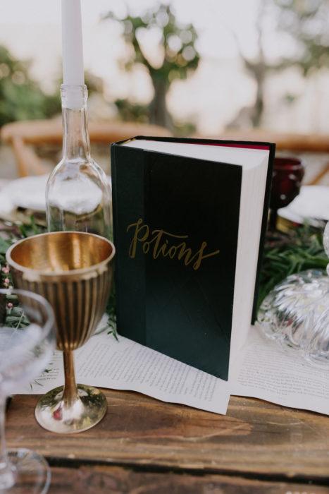 libro en una mesa