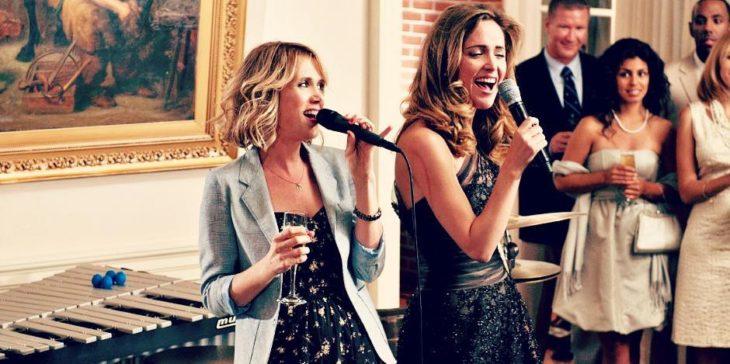 mujeres con microfono