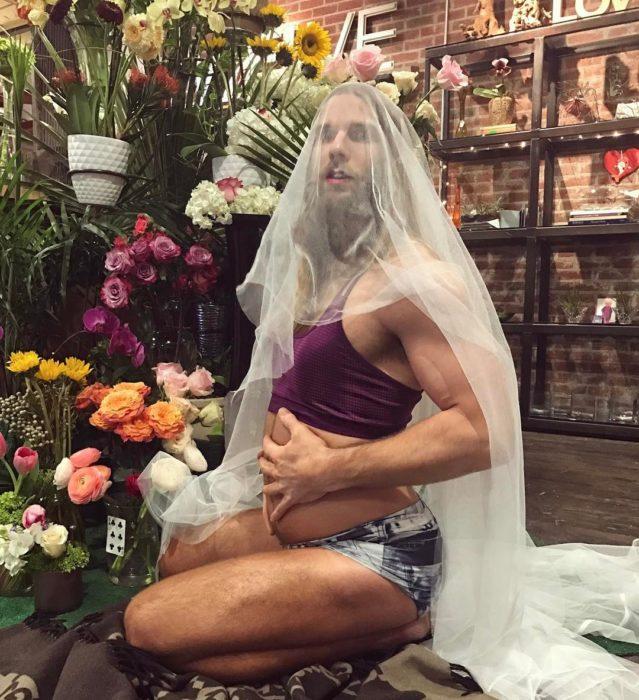 hombre posando como beyonce embarazada