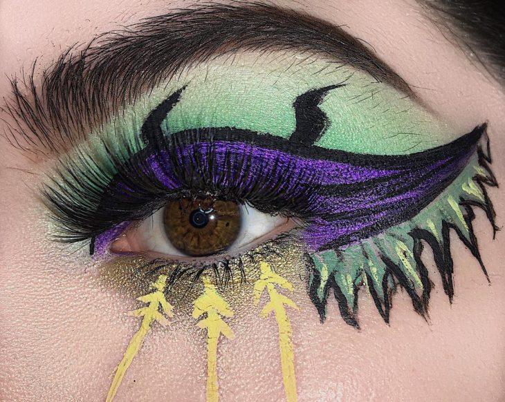 ojo con maquillaje de villanos de Disney