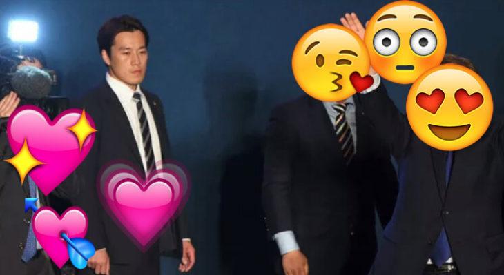 hombre con traje y emojis