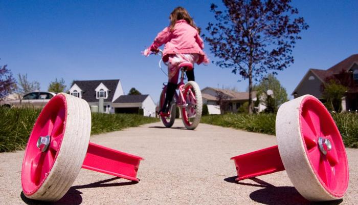 niña son ruedas bicicleta