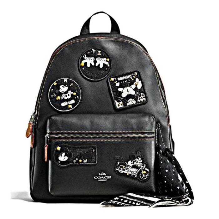 mochila negra de mickey mouse
