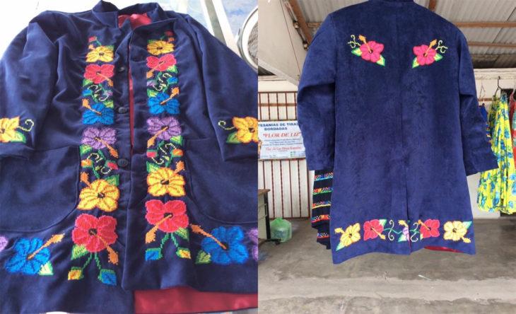 traje bordado azul con flores