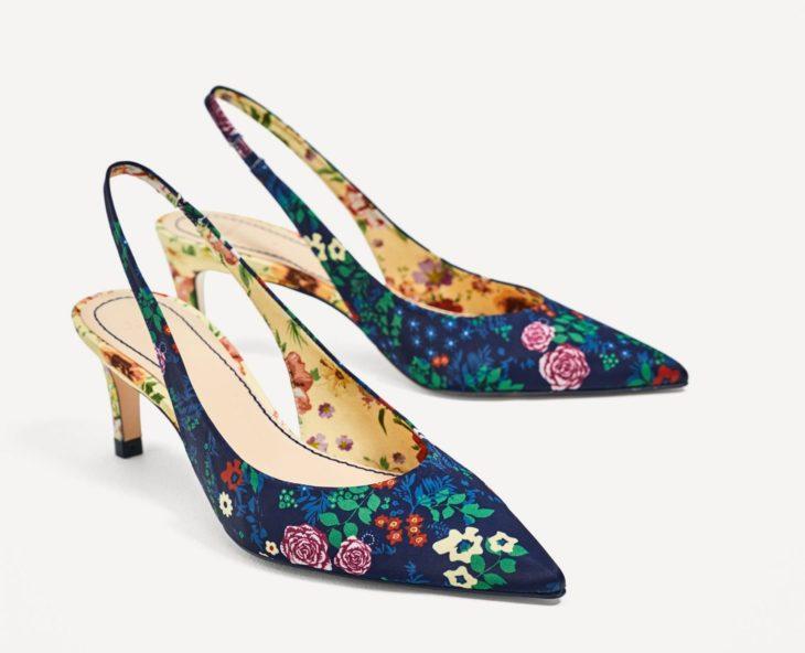 zapatos de colores floreados