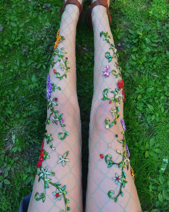 medias de red con flores