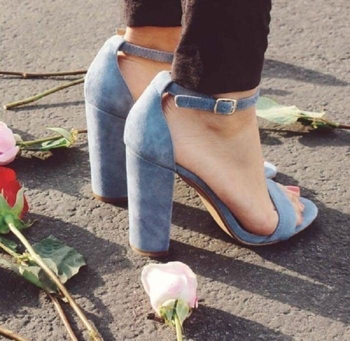 zapatos azules de gamuza