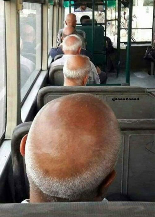 Abuelitos con el mismo corte de cabello