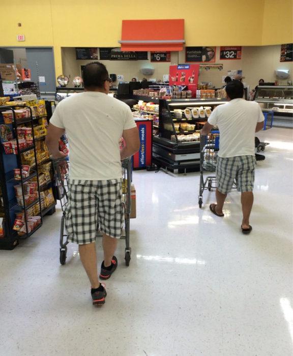 Hombres con la misma vestimenta