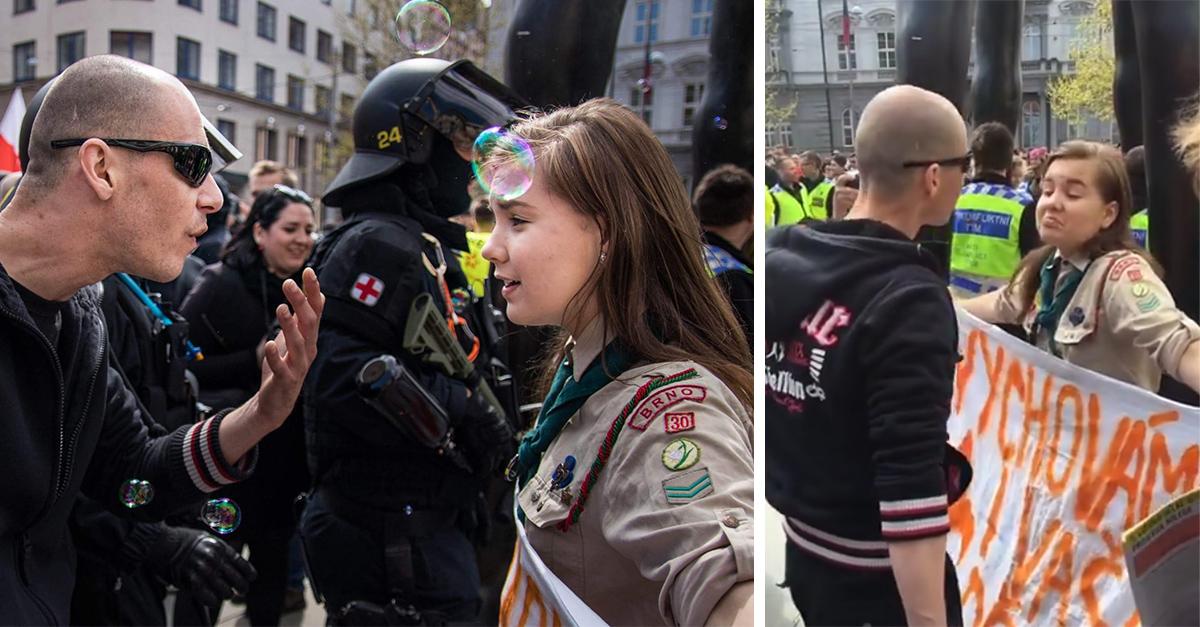 Lucie una joven scout que se enfrentó a los neonazis en una protesta