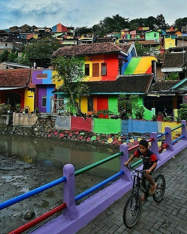 Conoce la \'Aldea del Arcoiris\', un pueblo en Indonesia