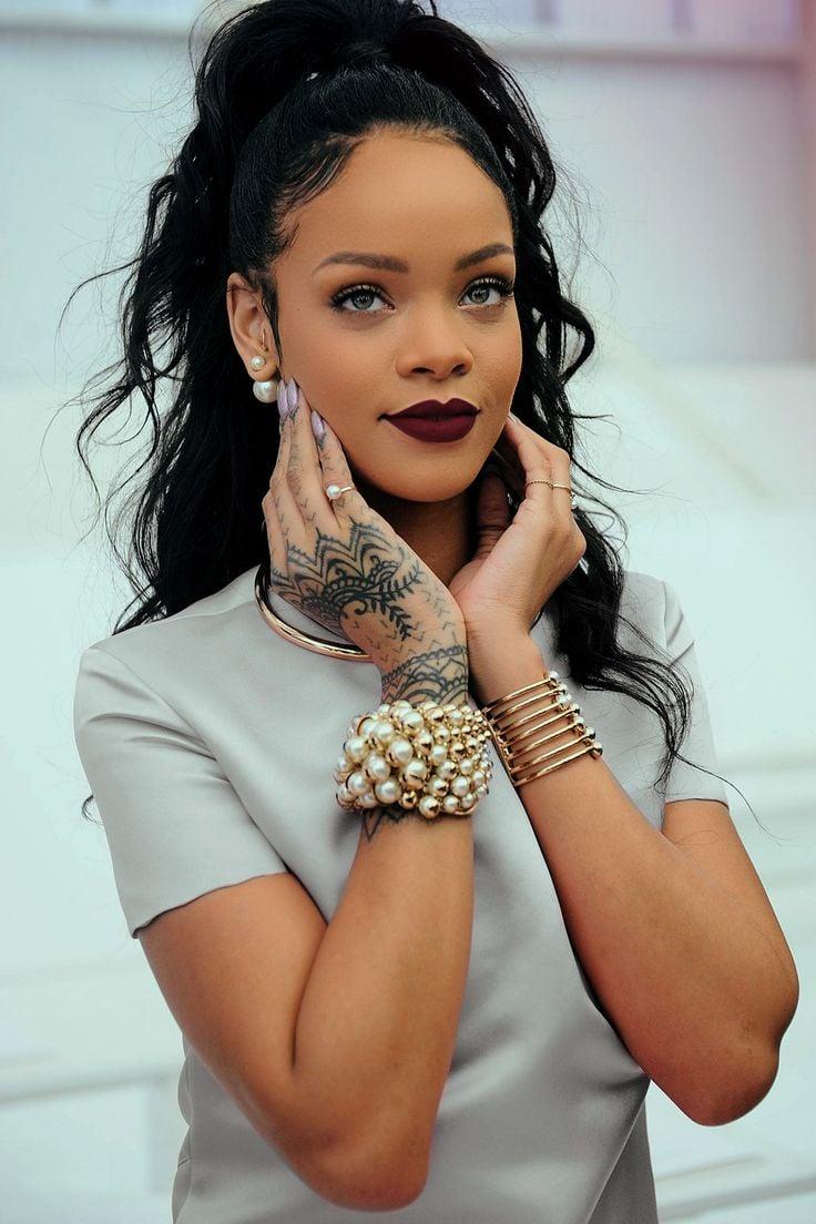 Critican a Rihanna por subir de peso y sus fans la defienden Rihanna