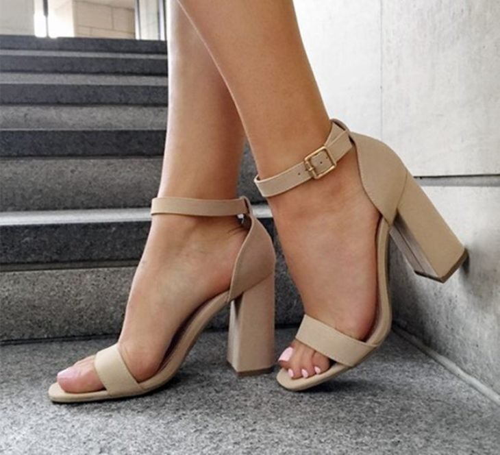 zapatos de color nude tacon