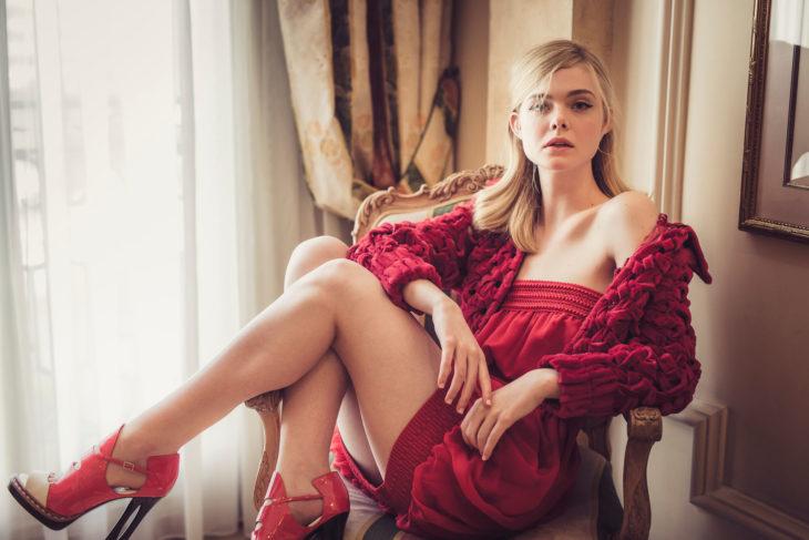 Elle fanning posando para la portada de la revista Vogue