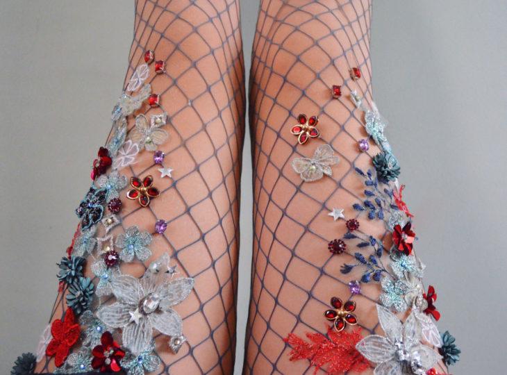 medias de red con flores y estrellas