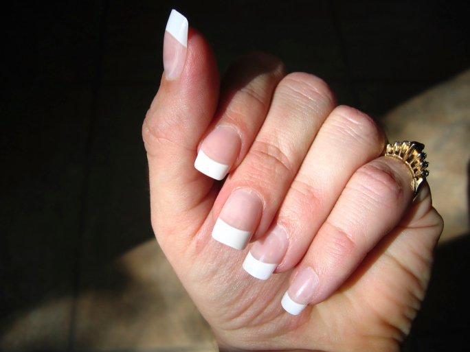 Uñas de punta blanca