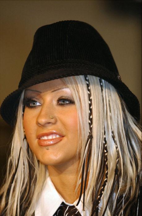 Cristina aguilera cejas delgadas
