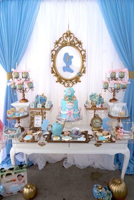 Mesa de snacks para fiesta de niña