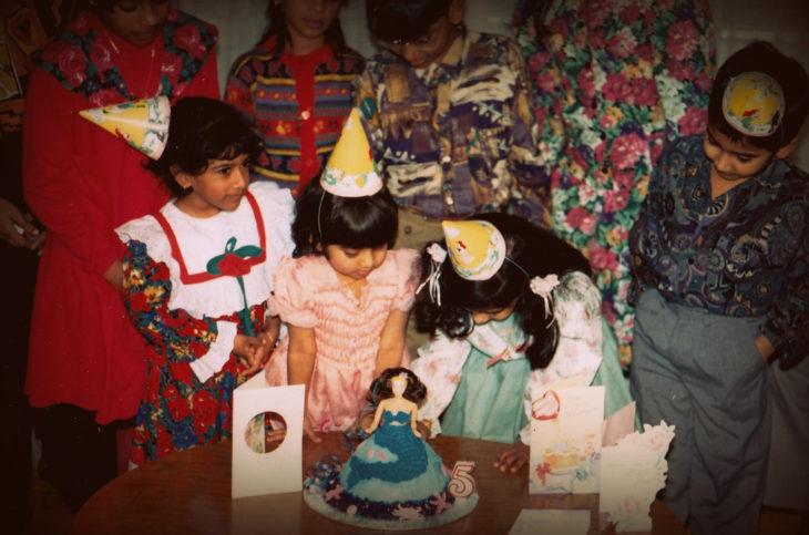 Niños de los 90's durante una fiesta
