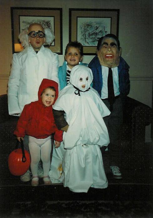 Niños de los 90's disfrazados