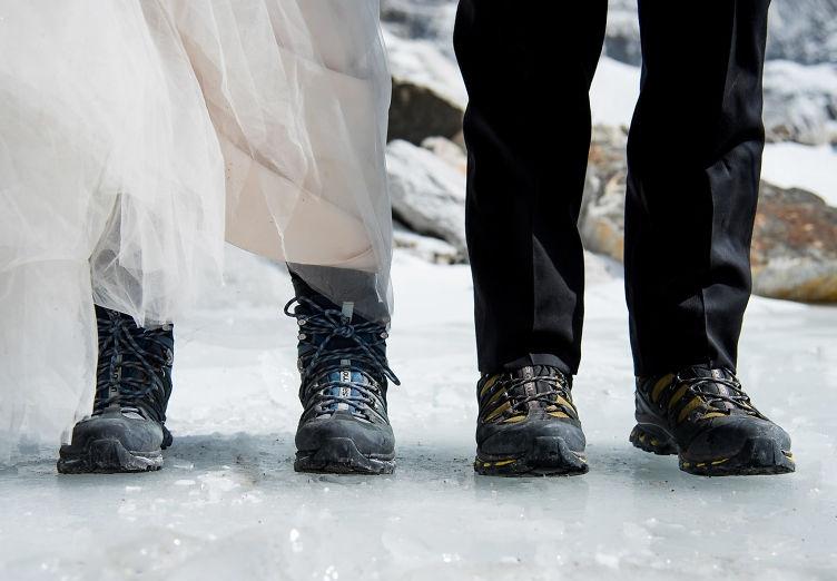 pareja se casa en el everest