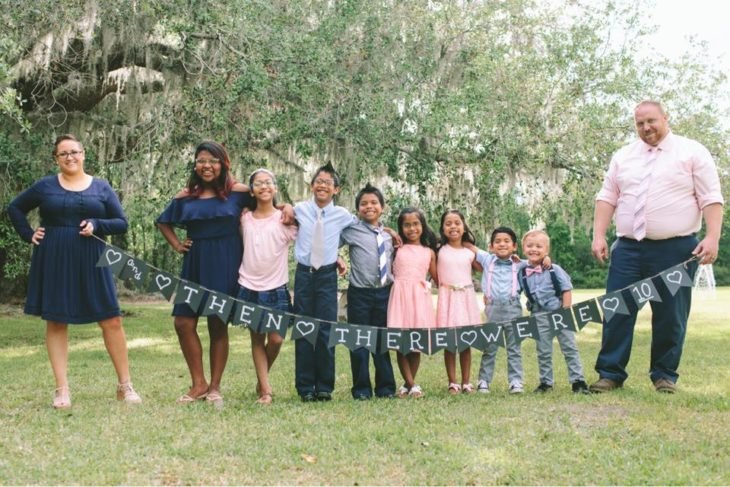 Familia de 10 durante una sesión de fotos