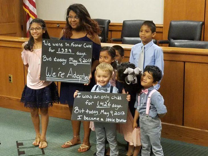 Familia que adoptó a siete niños