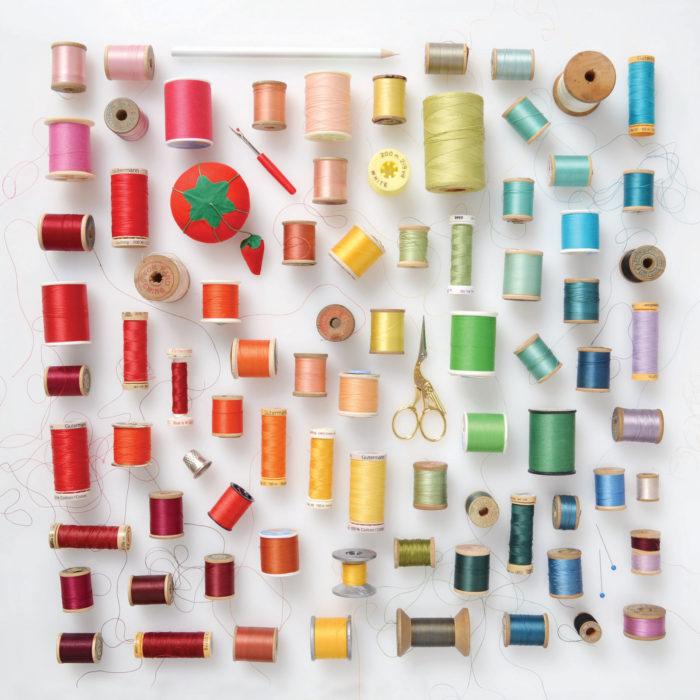 hilos costura ordenados por color