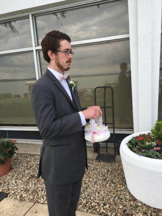 el adorable hombre de las flores