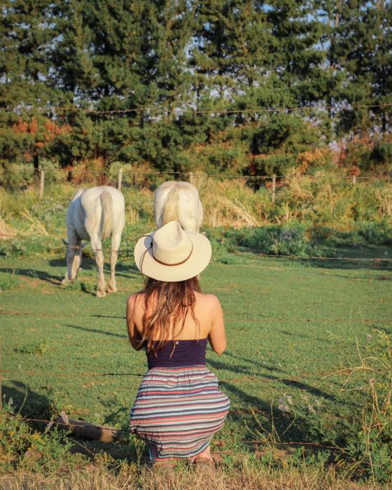 chica en la granja