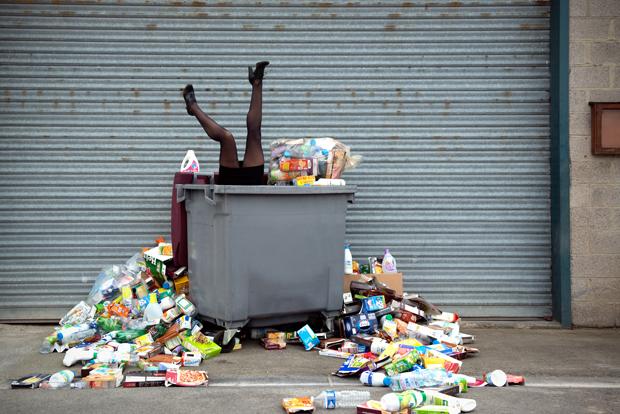 365 unpacked ahogada en basura