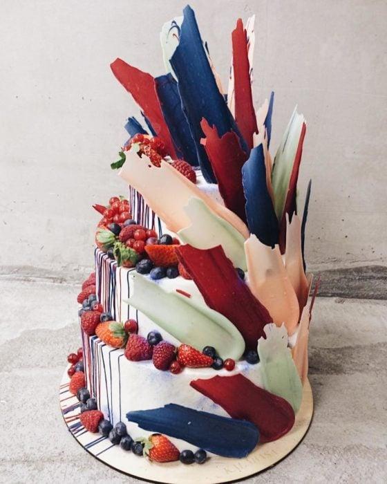 pastel brushstroke con frutillas