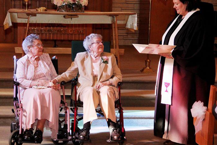 pareja de novias ancianas