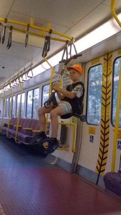 chico autobus balancin