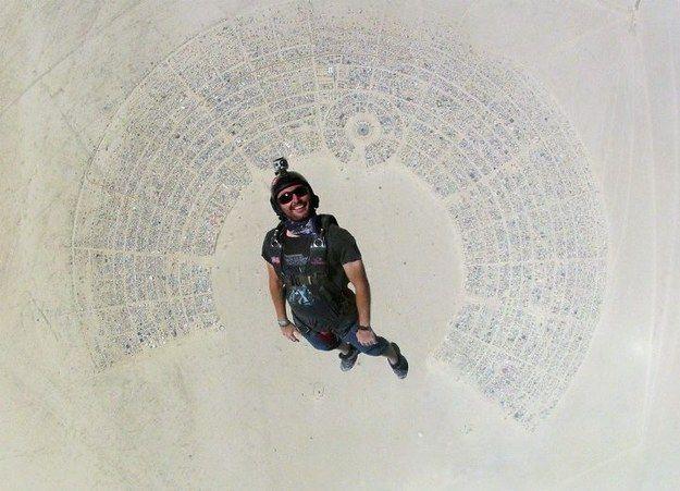 chico paracaidas