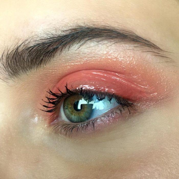 ojos verde y sombras rosas con gloss