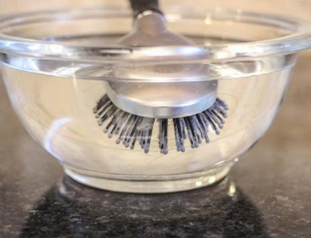 cepillo en agua