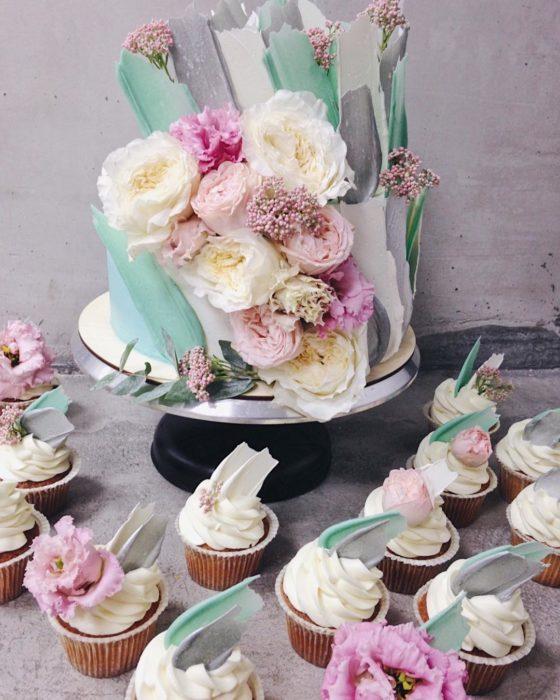 brushstroke cake flores